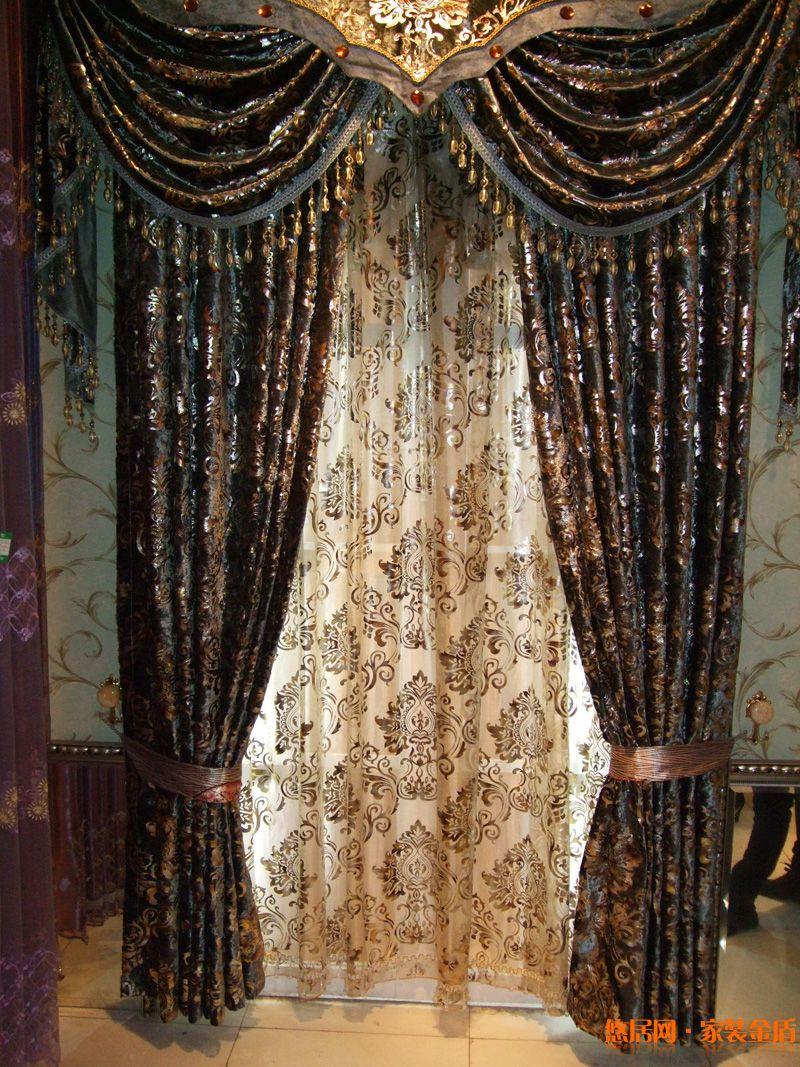 在我们装修完房子过后,我们要想给自己的房子美妆一下或者装饰一下该怎么办呢?下面悠居网小编就为大家讲解我们该如何做出打结的窗帘布环。 第一步:我们要先准备好材料:针线,别针,剪刀,窗帘和碎布花,碎布花最好是找一些有蕾丝边的类型为我们编制美丽的窗帘做好准备。  第二步:准备开始布置好布环。具体的做法有下面几点: 1.